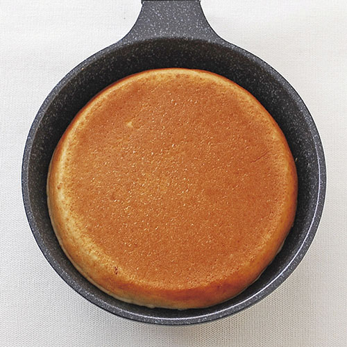 直径13cmの厚焼きパンケーキが作れます。SIセンサーにも対応します。