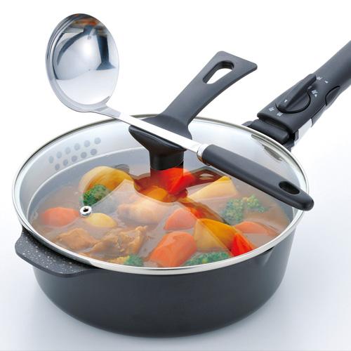 蓋の取っ手にお玉や菜箸を一時置きできます