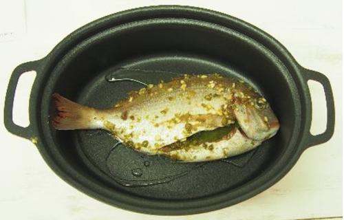魚が丸ごと一匹入る形状