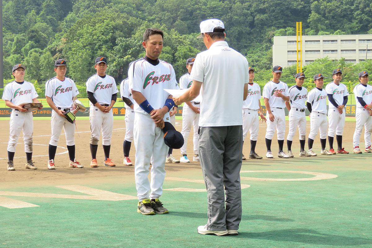 平成30年度三条野球連盟会長杯大会B2クラス最優秀選手に選ばれた頓所大輔選手