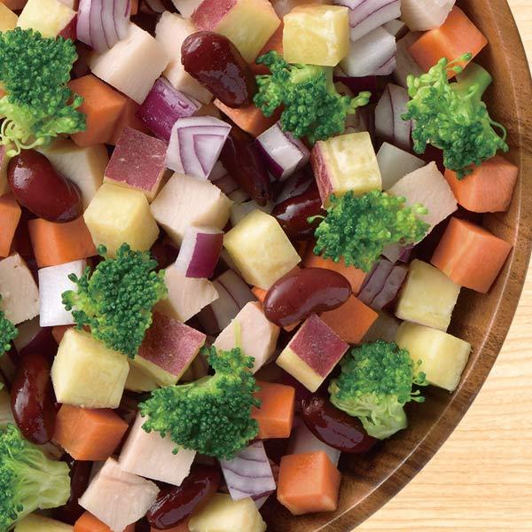 野菜をキューブ状にカット