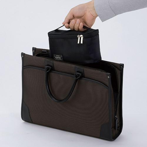 バッグにすっきり収納できるスリムタイプです