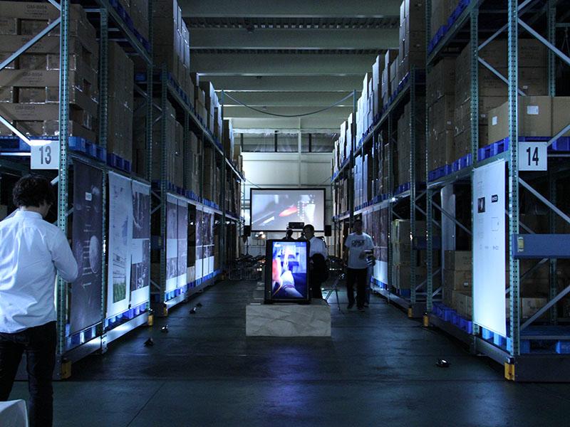 当社本社の物流倉庫で展示を開催