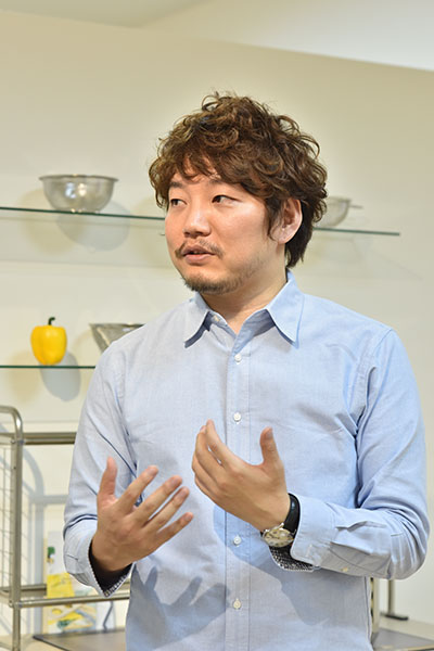 堅田佳一氏