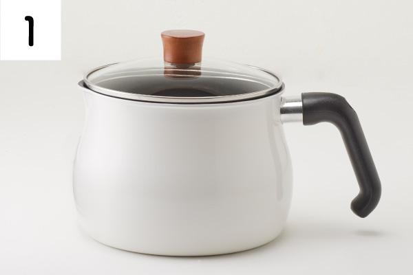 深さがあるので、揚げ油やタレが飛び散りにくく、煮込み料理にもおすすめ