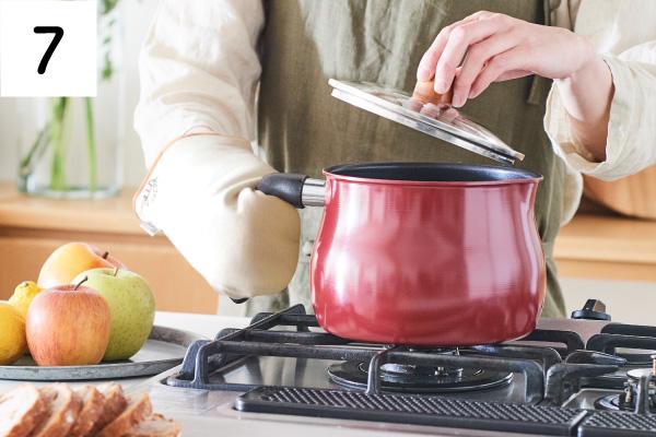 握りやすく、鍋やフライパンが隣接しても邪魔になりにくいハンドル