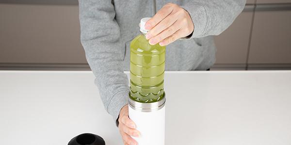 お好みのペットボトル飲料をセットするだけで使えます