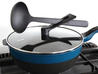 調理前後は、フタをした状態でツールを置くことも